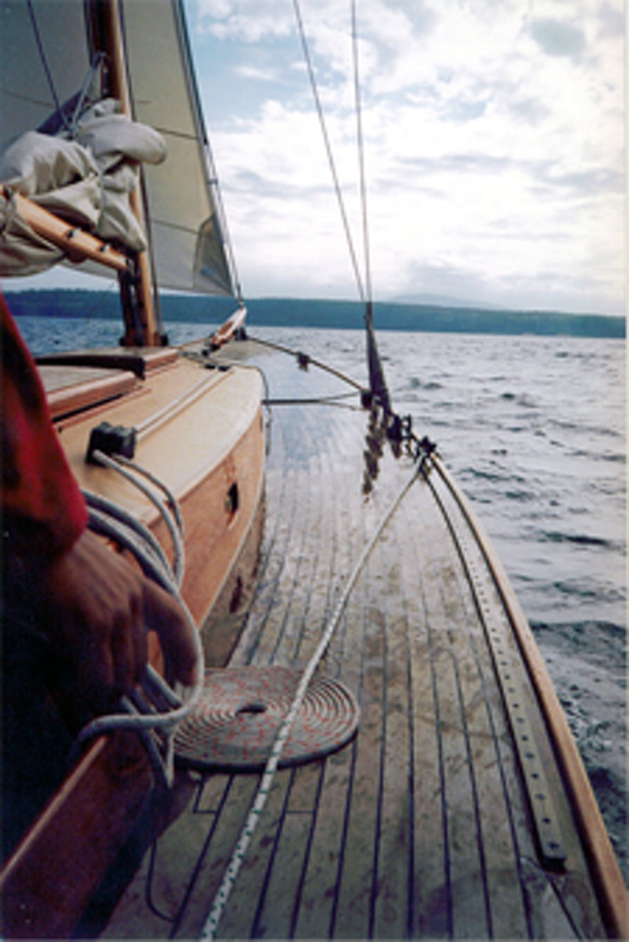 wooden-boat-sailing